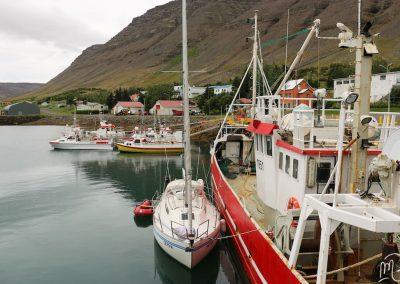 Carnet de voyage : Reportage photo en Iceland sur les fjords du nord au port. Photographe freelance en Gironde, Bordeaux.